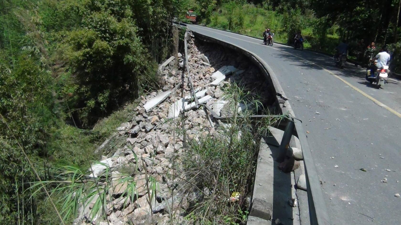 Un sismo de 7 grados deja decenas de muertos en China