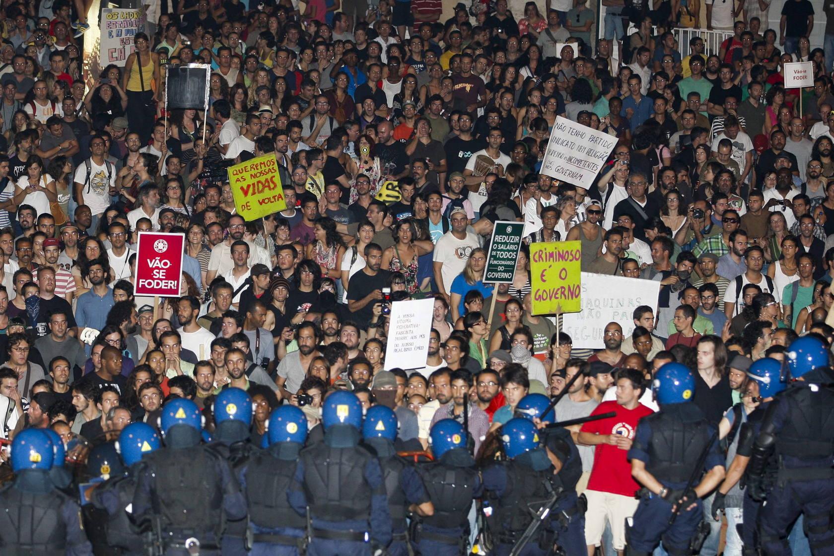 Miles de portugueses claman contra la troika