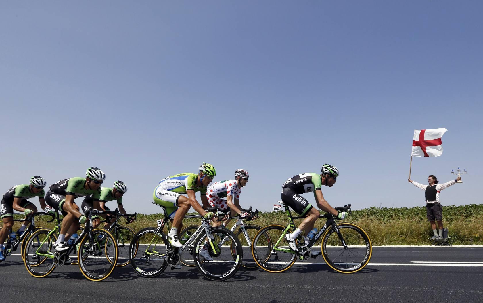 Cavendish se lleva su 25 etapa y Froome tiembla